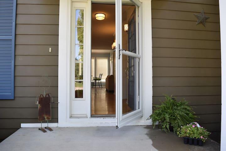 Entire house 3000+ sqf 0.5 acre
