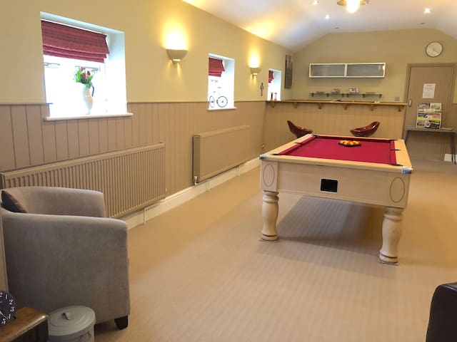 2 Bed Coach House with Pool Table (free Breakfast)