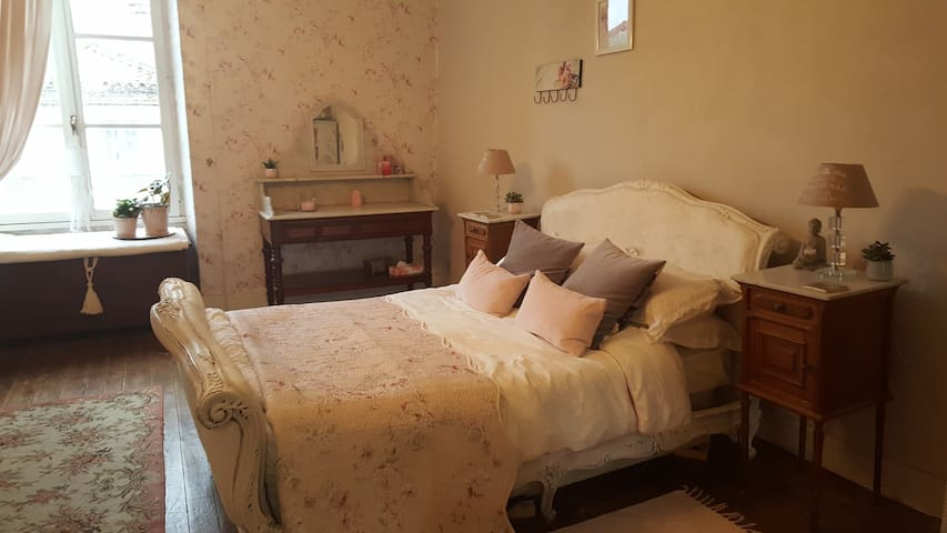 'Chez Noo' Apartment In the heart of Charroux