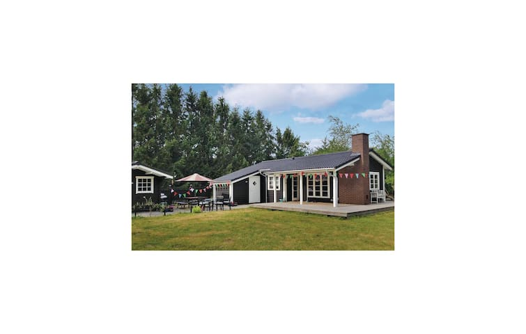 Holiday cottage with 3 bedrooms on 63 m² in Højslev