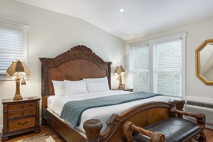 Victorian Mansion Queens Overlook   King Bed   In Town   Shared Hot Tub/Pool