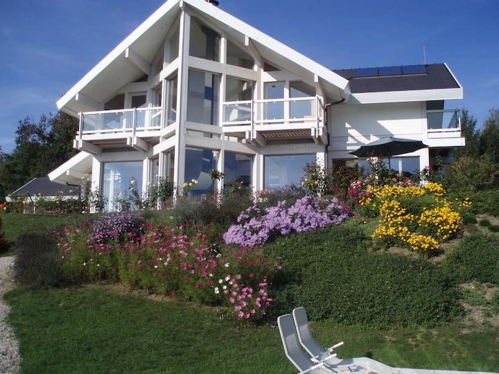 Jolie chambre + sdb et terrasse privées, piscine
