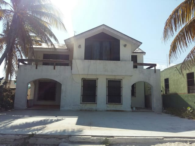 Casa frente al mar - Progreso - House