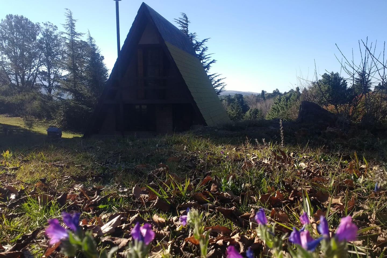 Vista del bungalow desde el ingreso a la propiedad