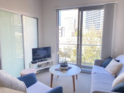 Large weekly and Monthly discount - Luxury one bed in the heart of the CBD *FREE WIFI*