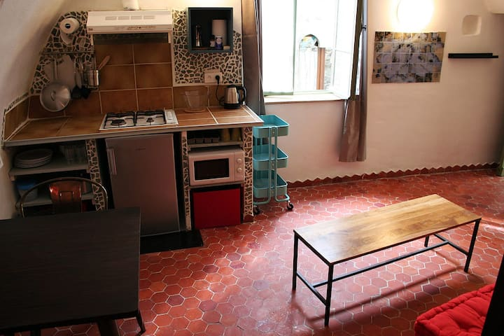 Studio avec patio au coeur d'un village historique