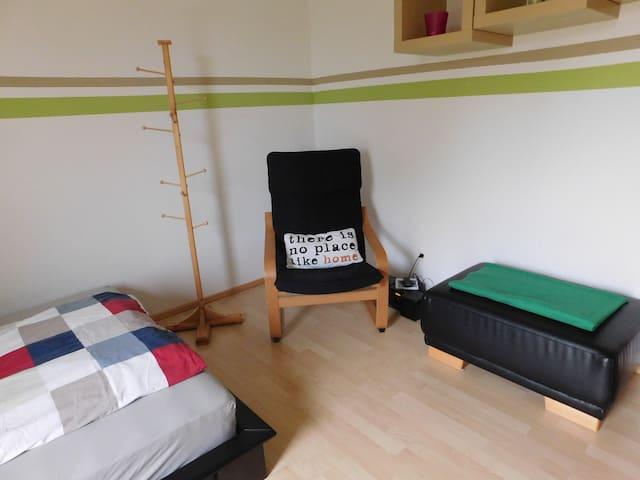 Zimmer in ländlicher Gegend, bei München