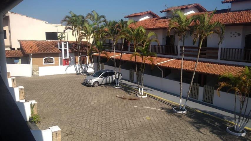 CARAGUATATUBA-ACOLHEDOR SOBRADO-COND. c/  piscina