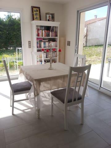 Maison à 18 minutes des plages de la Rochelle. - Angliers - Casa