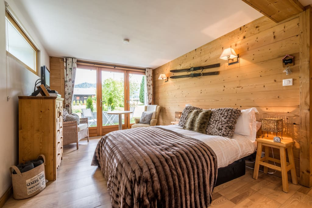 Views of the Morzine/Avoriaz mountains can be enjoyed through the panoramic floor to ceiling French doors.