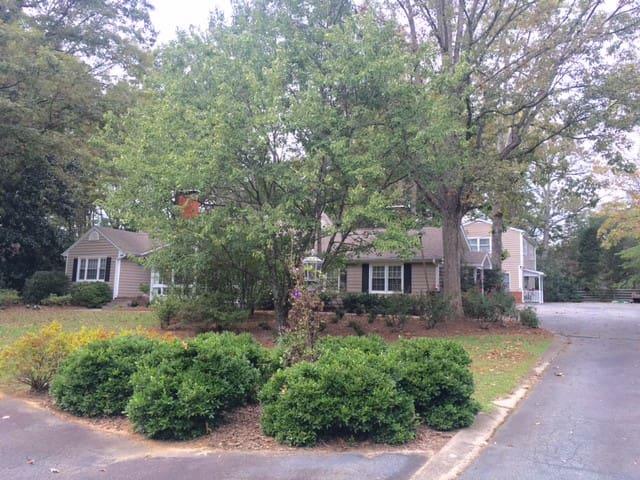 Suite on Westridge - 2 Bedrooms, Bath, Living Room - Greensboro - Casa