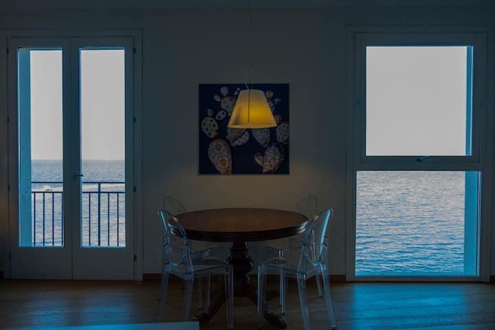 A Casa di Clara, una cornice sul mare.