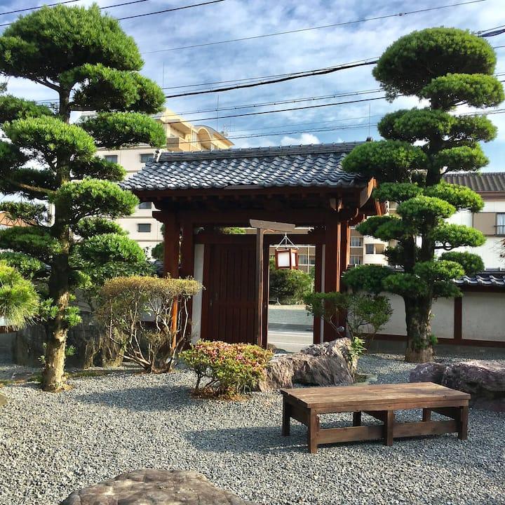 『まるで一国一城の主』 石垣と和風庭園に囲まれた古民家で江戸時代にタイムスリップしてみませんか?