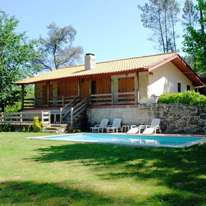 Villa with 3 bedrooms in Vieira do Minho, with wonderful mountain view, private pool and enclosed garden