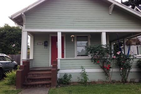 Walk-able St. Johns Bungalow - Portland - Huis
