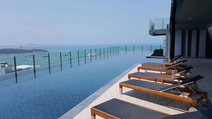 DOWNTOWN OCEAN VIEW NEW! LUXURY, FUN & CHIC CONDO - Muang Pattaya - Apartament