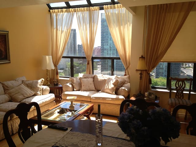 Room private in Luxe  Pent House heart Mississauga