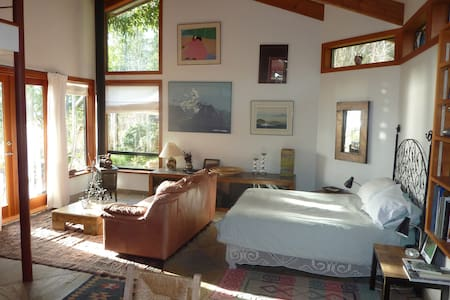 Maresia Bed and Breakfast - Denman Island - Bed & Breakfast