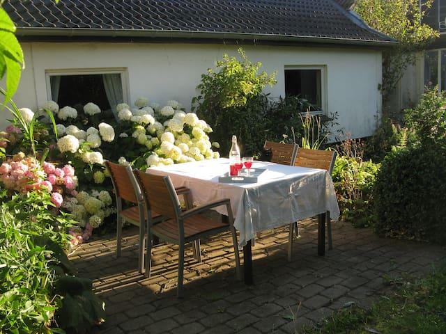 Dejlig lejlighed på landet, med egen terrasse.