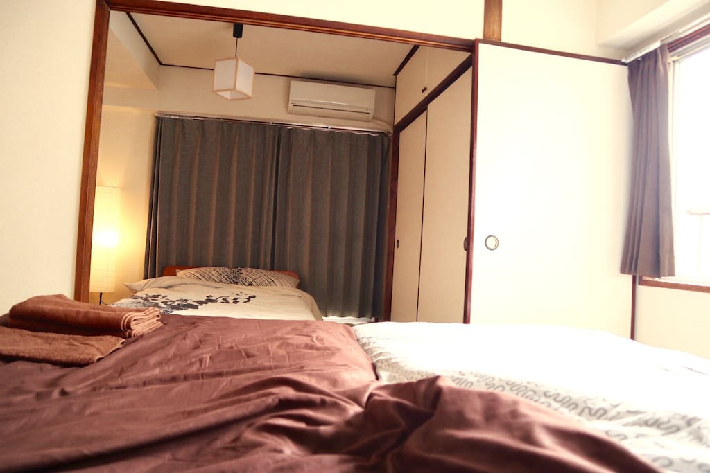 2 bed rooms connecting