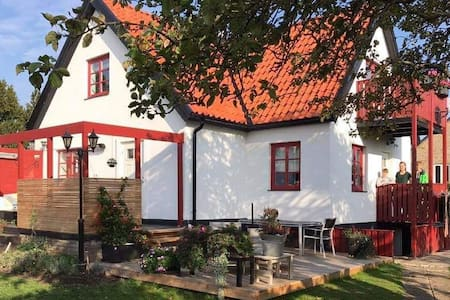 STYLISH HOUSE CLOSE TO THE BEACH AND ÖRENÄS CASTLE