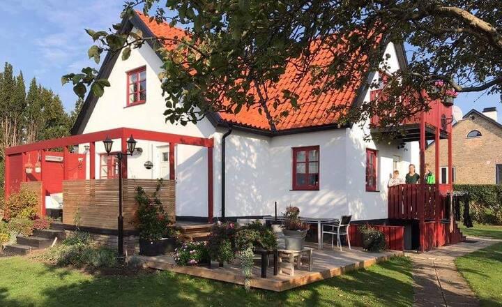 STYLISH HOUSE CLOSE TO THE BEACH AND ÖRENÄS CASTLE