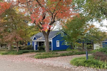 "Lisa's ""The Little Blue Cottage"""