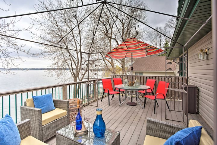 Spacious House w/Deck & Yard on Lake Francis!