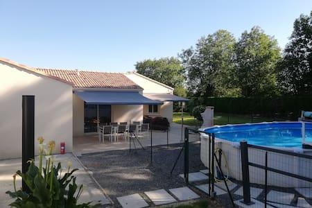 """""""Les Coquelicots"""" - Gite Sud Vendée avec piscine"""
