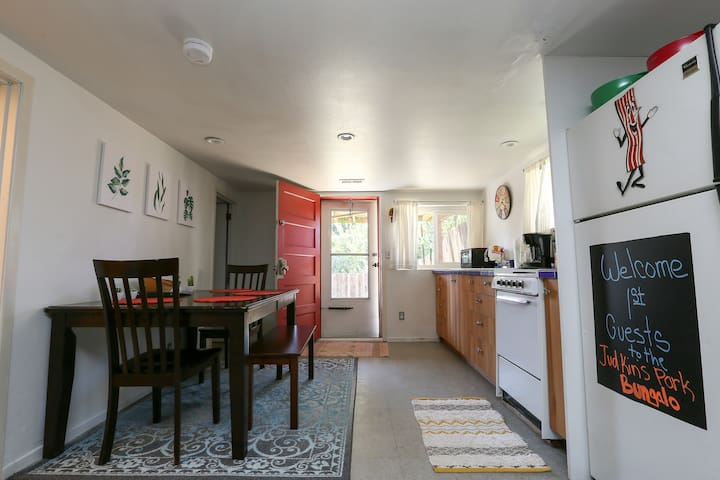 Lower Level Bungalow in Wonderful Location!