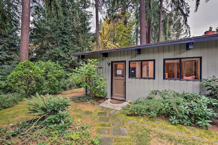 Updated 1970s Island Bungalow, 8 Miles to Seattle!