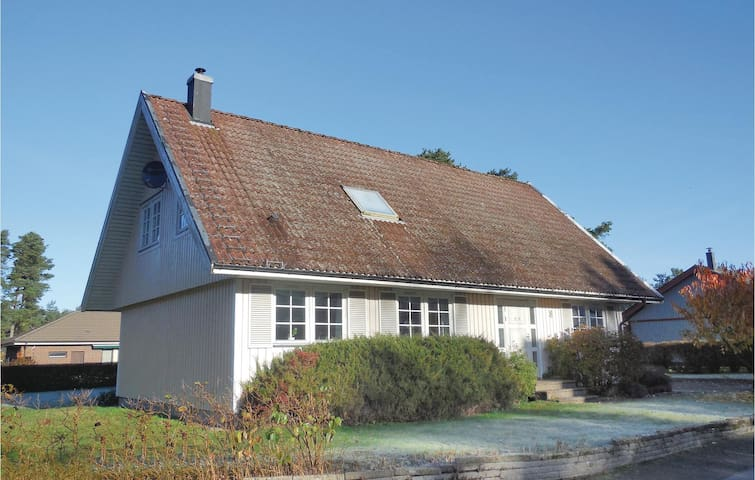 Holiday cottage with 3 bedrooms on 155 m² in Åhus