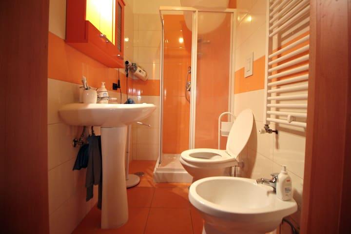 Bagno e Doccia/ Bathroom and Shower