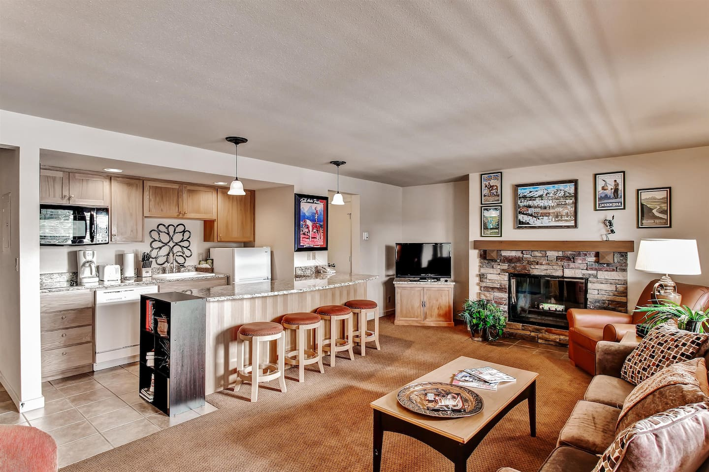 Let this terrific Bend vacation rental condo serve as your home base in Oregon!