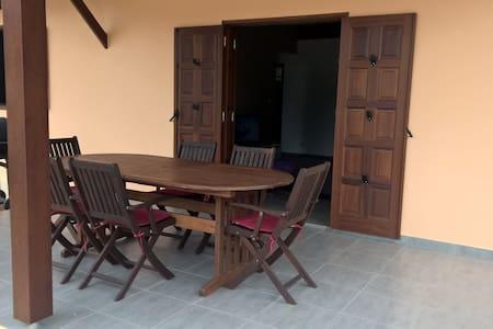 Chambre dans villa neuve équipée avec jardin - Matoury