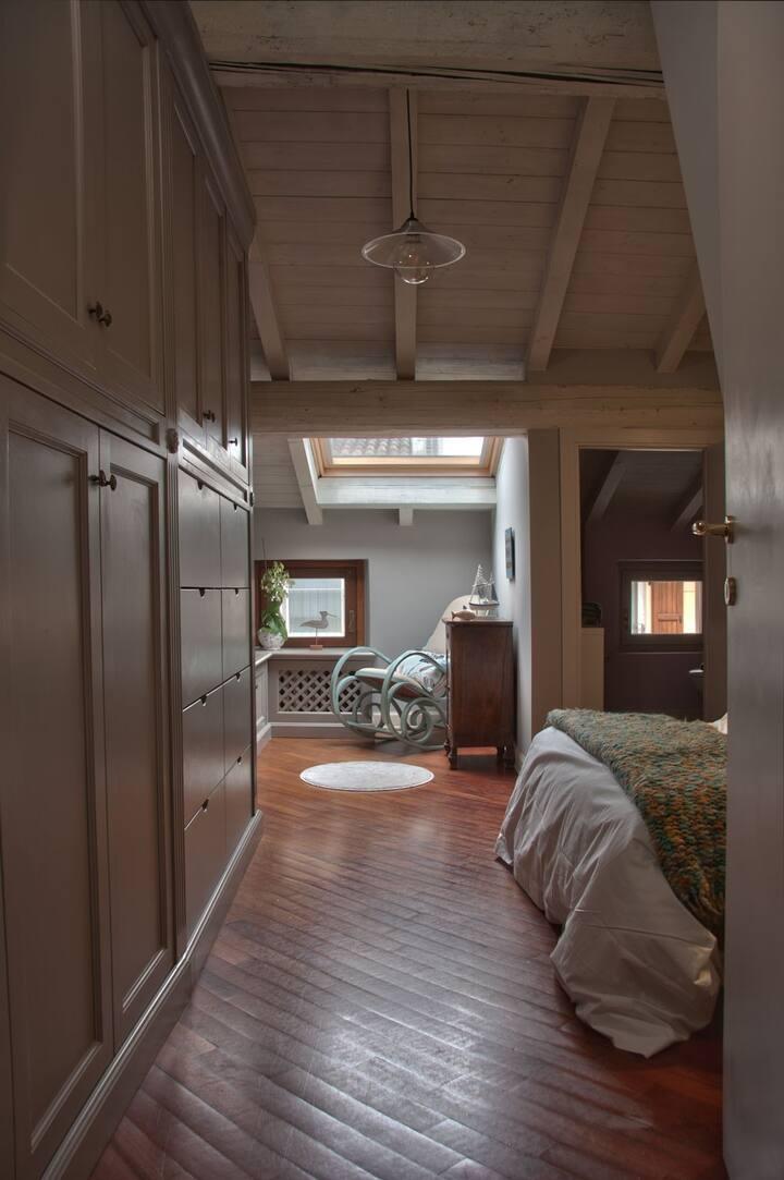 Una stanza vicino al lago