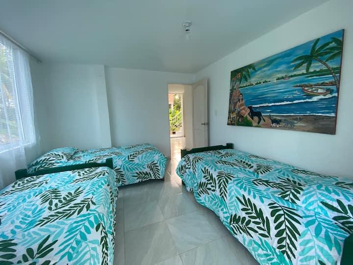 El gran Talu hostel habitación triple  TIJERETA.