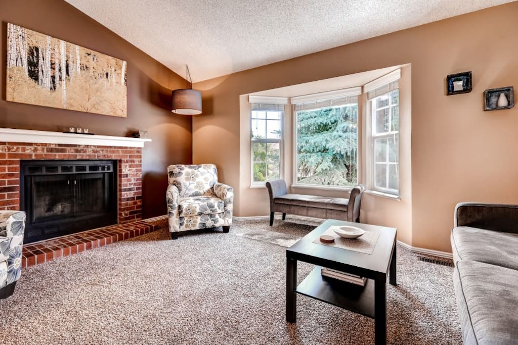 Your group will love gathering on the cozy mid level, featuring cozy furniture, plenty of natural light and an open floor plan.