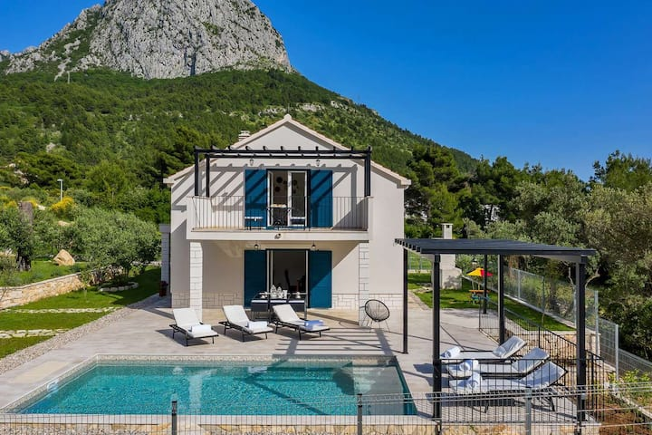 Holiday home Blue Stone w/ heated pool in Zaostrog