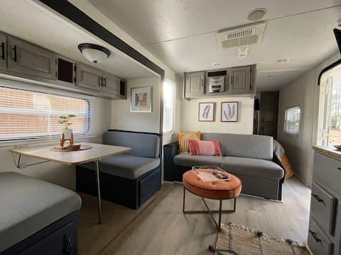 ⭐️Beach Express Glamper #2. Modern & Cozy w/ WiFi!