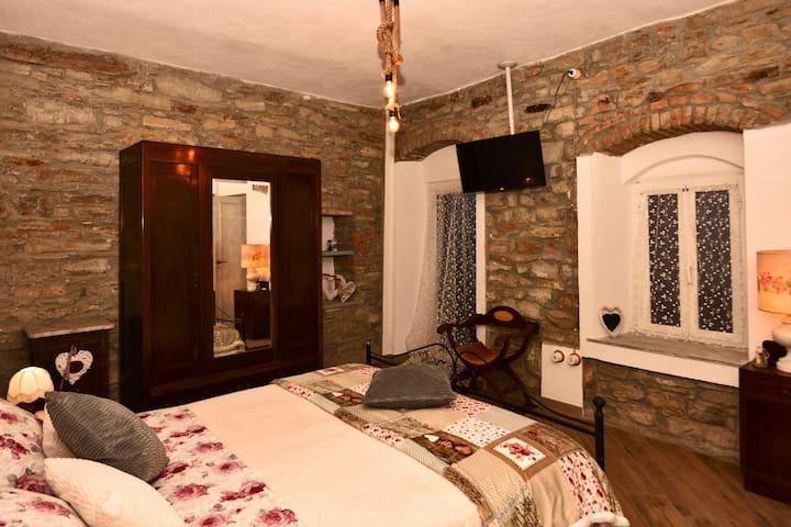 """Il Borgo del Castello camera """"Giglio d'Oriente"""""""