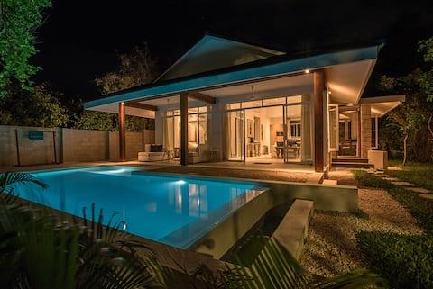 Luxuriöse Villa mit privatem Pool nur 200 Meter vom Strand entfernt