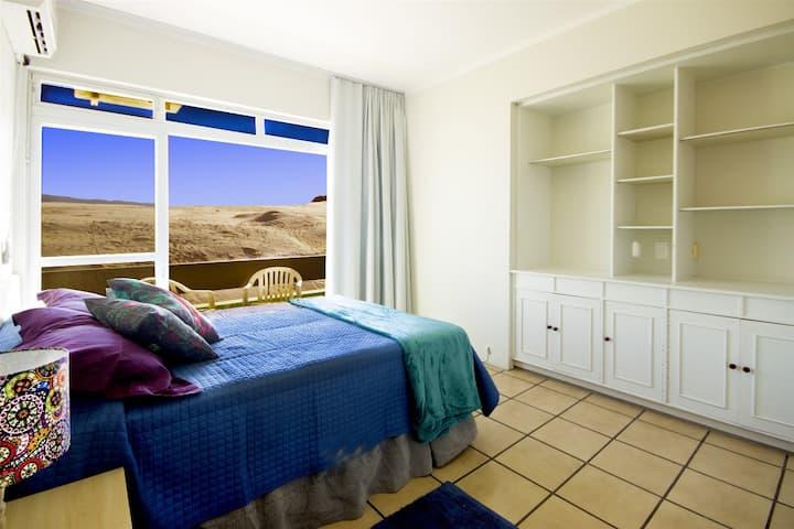 Apartamento(105) até 6 pax, sacada à 400m da praia