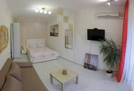 Modern & Comfy Apartment At Center With New Style