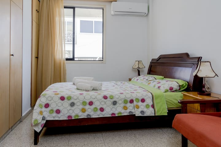 Comfy, 5 minutes walk from Finikoudes Beach