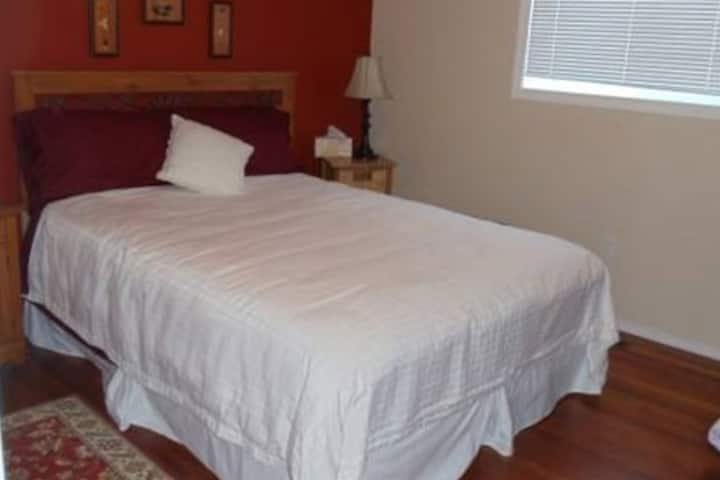 Prairie Rose Room(Peaks & Prairies Hill Spring)BnB