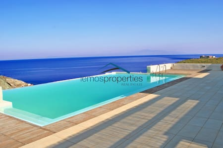 Stone built villa with an infinity swimming pool. - Kéa