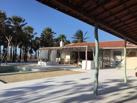 Linda casa de artista na praia Icapui