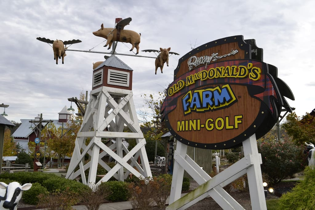 Mountain Dreams-Ripley's Old MacDonald's Farm Mini-Golf