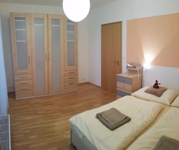 Modern flat with parking, 57 m2, close to center - Praag - Appartement